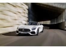 Mercedes-AMG GT finns numera även som roadster.