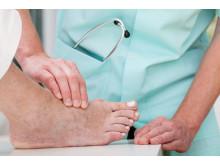 Identifikation von Risikopatienten für das Diabetische Fußsyndrom: bei jeder Untersuchung die Füße und Schuhe kontrollieren