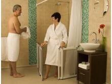Halbhohe Duschtüren erfreuen sich wachsender Beliebtheit im Pflegebereich: robuste und flexible Lösungen sind dabei gefragt. Gangway befragt dafür die Anwender direkt.