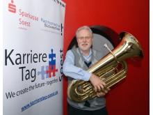 Prof. Dr.-Ing. Reinhard Spörer mit Tuba