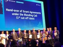 Fælles billede efter overrækkelse af støtte-aftale på konferencen TEN-T Days i Ljubljana