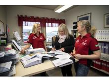 På kontoret, fr.v: Josefin Funevik, Marina Johansson och Ulrika Gustafsson