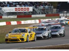 Jämn och smart körning var Lukas Sundahls strategi för den andra raka segern i Porsche Carrera Cup Scandinavia. – Jag är nöjd, men jag hade gärna tagit en seger till nu på slutet!