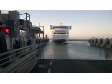 Scandlines' nye færge lægger for første gang til i Gedser