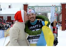 John Kristian Dahl vann det 93:e Vasaloppet. Kranskulla Lydia Sundin.