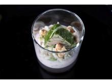 Vorspeise des 4-gängigen Dinners -  Wildterrine auf Preiselbeercreme und Waldorfsalat