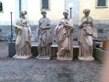 De tidigare skulpturerna, som togs ner 2008.
