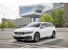 Räckvidden på eldrift för nya Passat GTE har förlängts med 40 %.