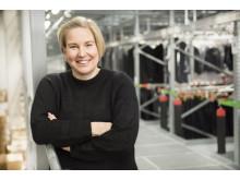 """""""I det nye distributionscenter kan vi nu afslutte ordrer for stormagasiner og onlineordrer meget hurtigere og mere transparent end før,"""" sammenfatter Stockmanns logistikchef Laine."""