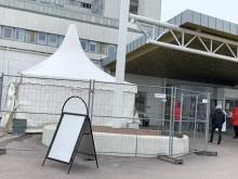 Tält för triagering av patienter utanför Centralsjukhuset i Kristianstad