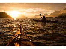 Unvergesslich: Nächtliche Kajaktouren im gleißenden Licht der tief stehenden Sonne.