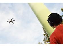 Autonoma drönare besiktar själva vindkraftverk inom tre år