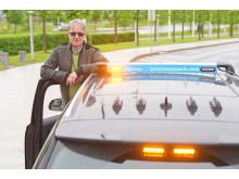 Bjørn_foran_bilen