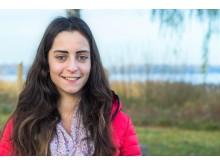 Junge Busfahrerin hört mit zwei Cochlea-Implantaten (CI) – Julia Riepe (24) hat sich für neues Hören mit dem Cochlear™ Kanso® entschieden