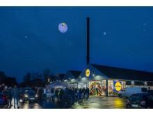 Fremmødet var stort til åbningen af Lidls nye butik i Hillerød. Over 2.400 kunder besøgte butikken på åbningsdagen.