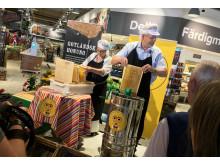 Slungning av honung på Coop Forum i Visby