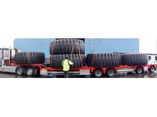 Bridgestone levererar fyra meter höga däck till Europa