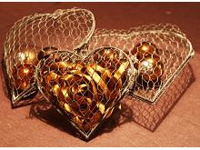 Hjärtan av hönsnät set om 3 st med bruna kulor och band
