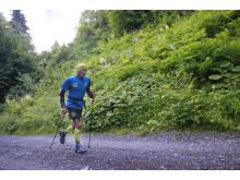 Iazaldir Feitoza Santana från Brasilian springer sin sträcka i Outrun the Sun utmaningen