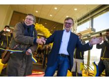 Bengt-Olov Forssell klipper band med första kund i kö i Uppsala Gränby