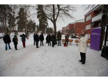 Ulla Hamilton inviger ljusinstallation i Hjulsta