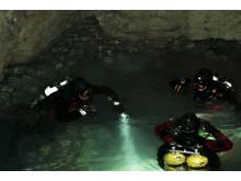 Dykare i grotta