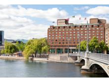 Sheraton Stockholm har minskat sitt koldioxidutstsläpp med 540 ton genom egen produktion av buteljerat vatten