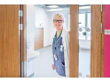 Birgitta Sandholm, vårdenhetschef för kirurgen på Södersjukhuset och även arbetsgruppsledare för klinisk driftsättning i nya vårdbyggnaden
