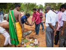 Grunnsteinen legges ned for en ny skole i Jaffna på Sri Lanka