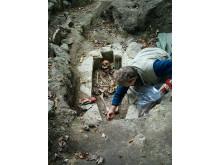 Arkeologiska utgrävningar i Varnhem. Kata grav
