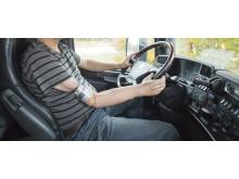 Bilkörning med benförankrad armprotes