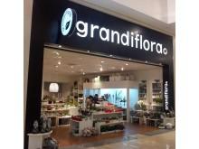 """Systemtext skyltar upp Floriosas nya blomsterbutik """"Grandiflora"""" på Grand Samarkand i Växjö"""