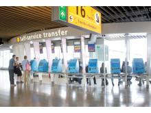 KLM's Self Service transfer desk på Amsterdam Airport Schiphol