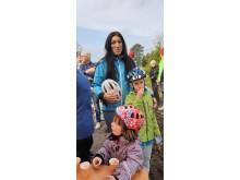 Jasmine Jakobsson med barnen Otto och Selma, från Axvall