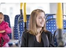Resenär ombord på buss