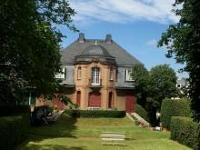 Sanierungspreis 18 - Lobende Erwähnung Steildach - Ökologisches Sanierungskonzept für Naturschieferdächer – Denkmalgeschützte Arztvilla in Hürth-Gleuel