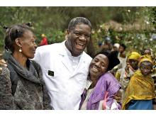Mukwege med kvinnor