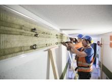 Montörer installerar Pipemoduls system