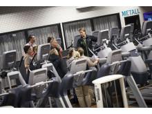 Christer Berg visar trampmaskinerna på Endrofin