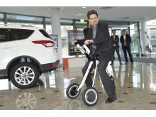 Álljon rá! Egy intelligens eszköz, ami elvisz oda, ahová az autók nem; ilyen megoldások szerepelnek a Ford dolgozóinak fejlett mobilitási találmányai közt