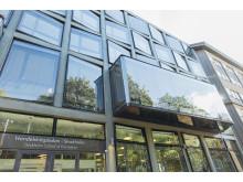 Stockholm School of Economics, fasad och entré från Bertil Ohlins Gata