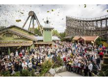 Många förväntansfulla gäster samlades vid entrén till Valkyria