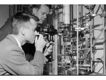 Professor John Ugelstad i sitt laboratorium på Gløshaugen i Trondheim