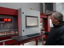Fredi Brack ansvarar för Midlands produktion i Schweiz. För den nya fabriken valde han en produktionsmetod som använder lägre energiåtgång.