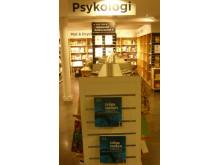 Du kan köpa boken Träna tanken på Akademibokhandeln