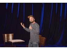 Auftritt von Nils Straatmann (Gewinner der deutschsprachigen Poetry-Slam-Meisterschaften 2013)