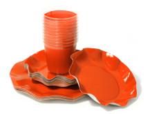 Till Halloweenfesten - Orange engångstallrikar och plastglas