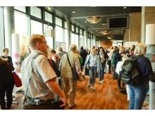 Publikum in der Ausstellung beim 10. Kongress der Deutschen Alzheimer Gesellschaft in Weimar