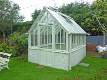 linnéus – ett delikat växthus i målat trä