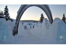 Arkitekt på Sweco  skapar isskulptur